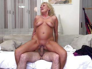 Порно видео зрелых сисястых баб