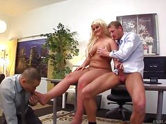 Порно ролики берет в рот