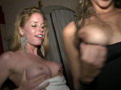 Порно девушки ссут в рот девушкам