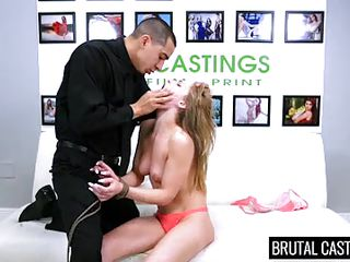 Порно кончают в рот молодым